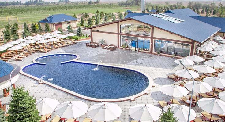 8-Lakes-Resort