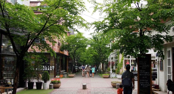 Jukjeon Cafe Street